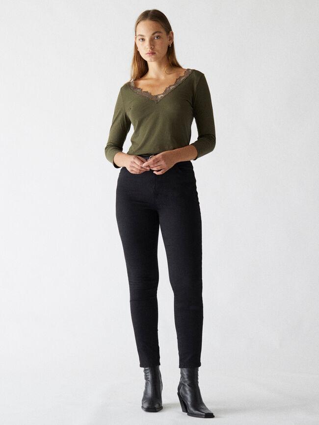Camiseta detalle encaje kaki oscuro