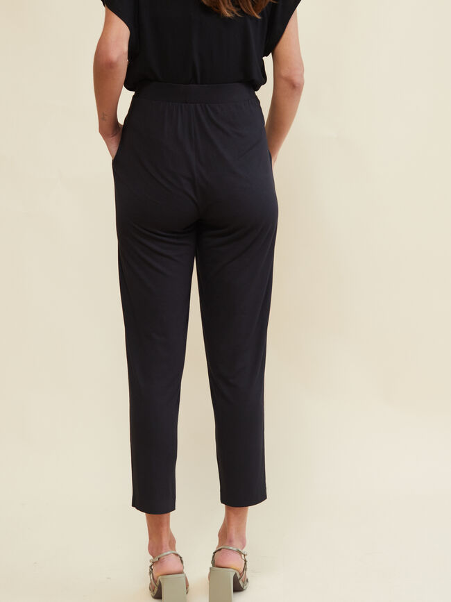 PANTALÓN PUNTO JOGGER FIT Negro image number null