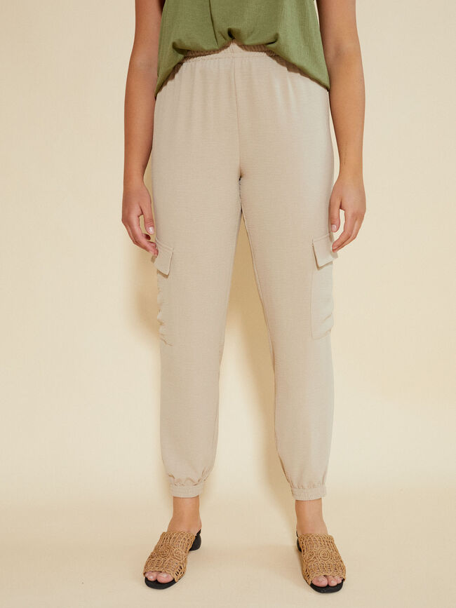 PANTALÓN CARGO JOGGER FIT Beige Chambray image number null