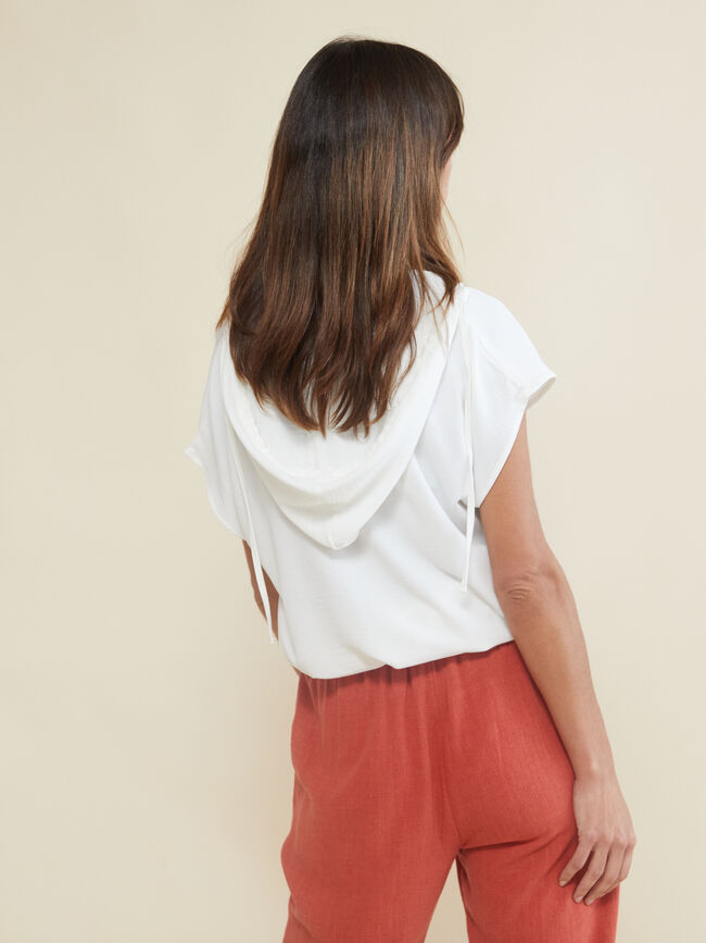 Blusa con capucha Marfil image number null