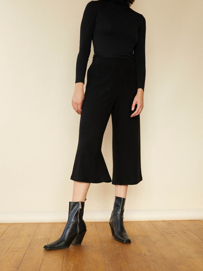PANTALÓN LISO CULOTTE FIT Negro image number null