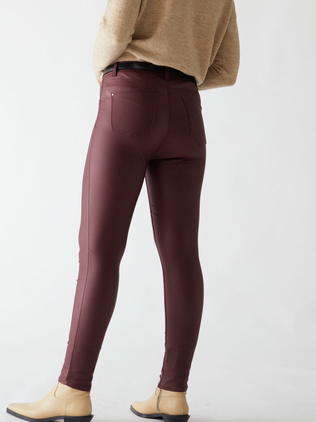 Pantalón jegging coated skinny fit Wine image number null