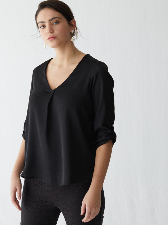 Blusa pliegue central Negro image number null