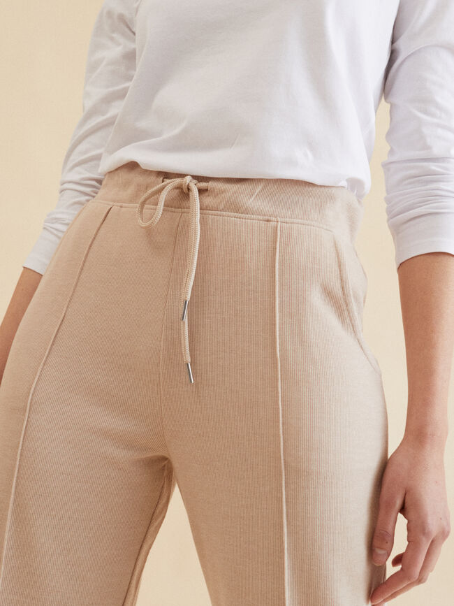 PANTALÓN PUNTO JOGGER FIT Camel image number null